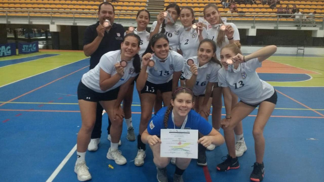 Selección Femenil de Bachillerato de Voleibol UNIVA gana el 3º lugar en competencia nacional