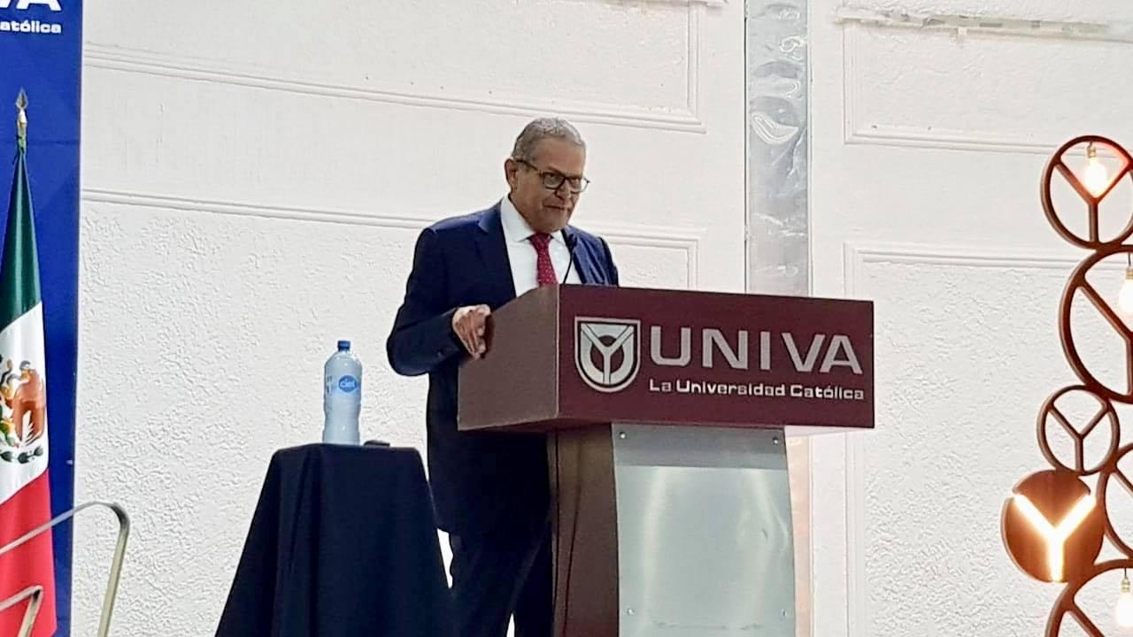 """Conferencia magistral «México ¿hacia dónde vamos?"""", impartida por el Dr. Luis Robles Miaja en el plantel Guadalajara"""