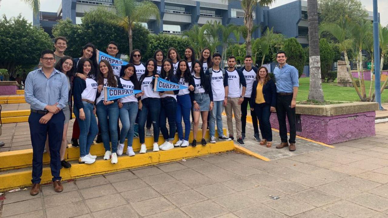 UNIVA recibe a diecisiete estudiantes colombianos quienes realizarán breves estancias médicas en Guadalajara
