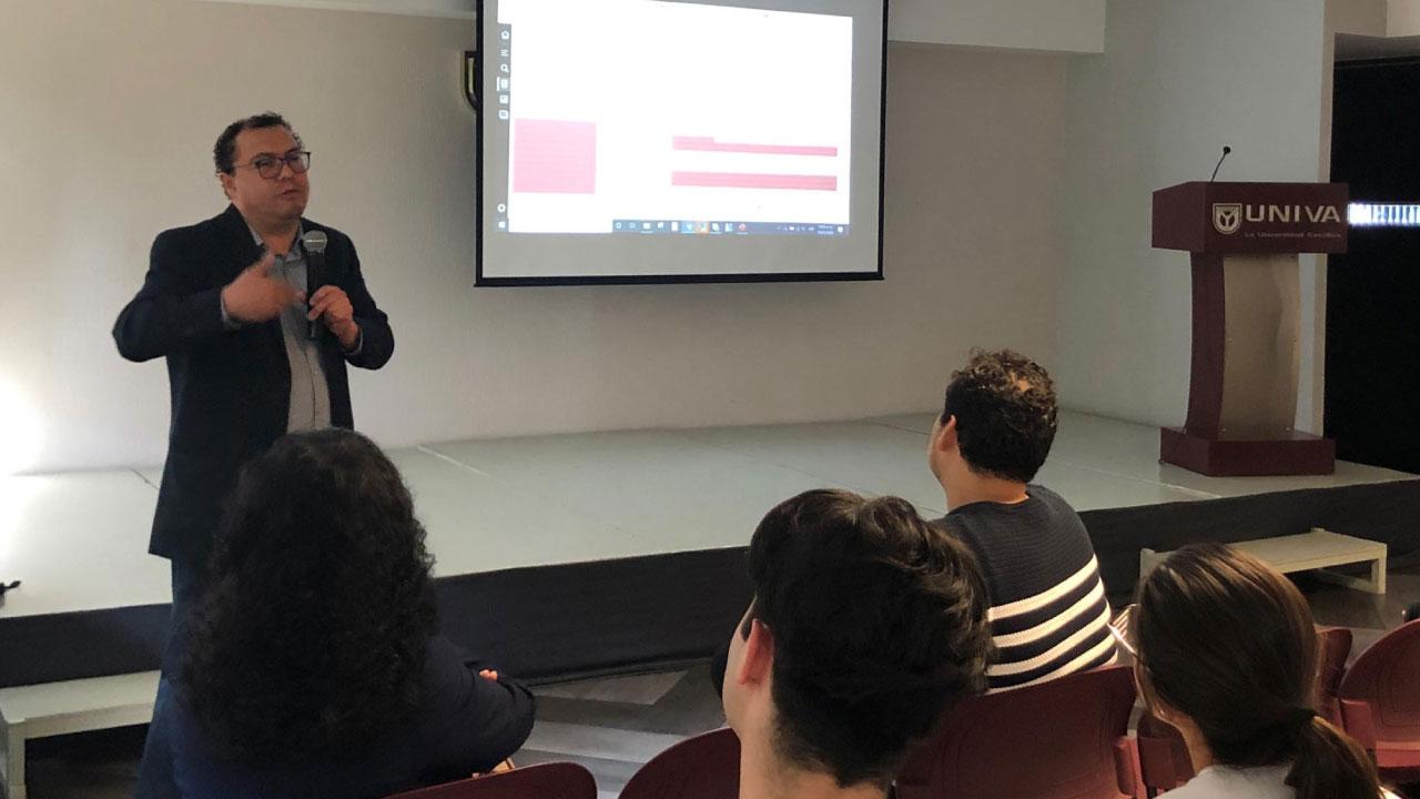 Alumnos de medicina reciben capacitación en UNIVA Guadalajara