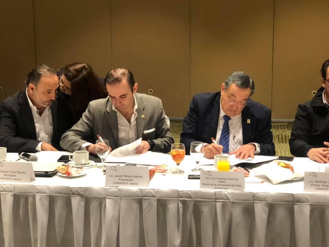 La UNIVA realiza firma de convenio con la Cámara Nacional de la Industria de Desarrollo y Promoción de Vivienda
