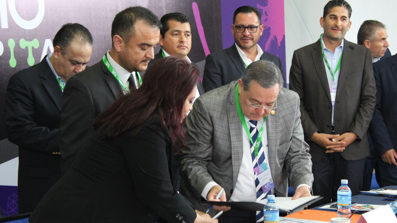 El rector del Sistema UNIVA participa en la inauguración del Bajío Capital