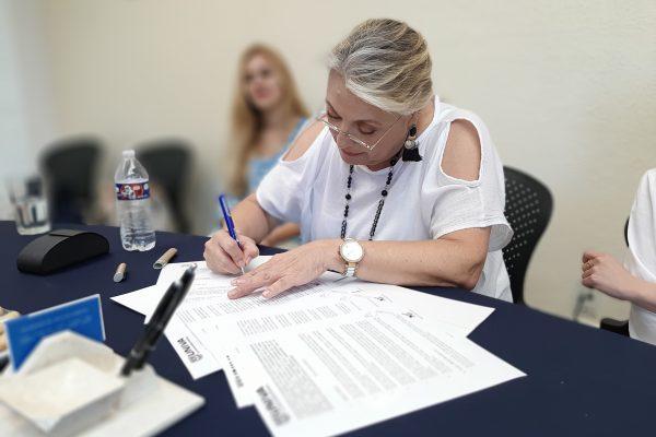 Firma de convenio becas vallarta y la UNIVA Puerto Vallarta (2)